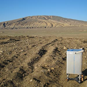 Gravitymeter during a field acquisition in a volcanic context